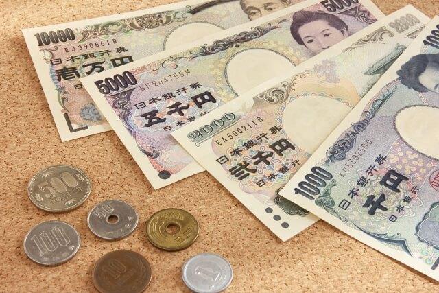 日本円のお札とコイン